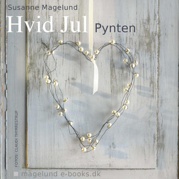 Hvid og elegant julepynt du selv kan lave - meget enkelt. Sølv-ikoner, prismepynt, pergamenthjerter og meget mere... magelund-ebooks.dk