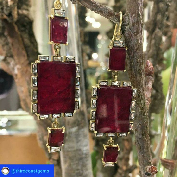 @thirdcoastgems from @sylvacie!!! 35 carats of #MozambiqueRuby & over 2 carats of #FrenchCutBaguette #Diamonds combined in these #stunning, #OneOfAKind, #RedCarpet ready #earrings!!! Now available exclusively at @jewelstanleykorshak in #Dallas. #RubyStories #Ruby #Rubies #SylviaAndCie #Gemfields #LoveGold #couturedailydose #showyourcouture #StanleyKorshak #BIGD #Texas #EverythingsBiggerInTEXAS #frenchcutbaguettes