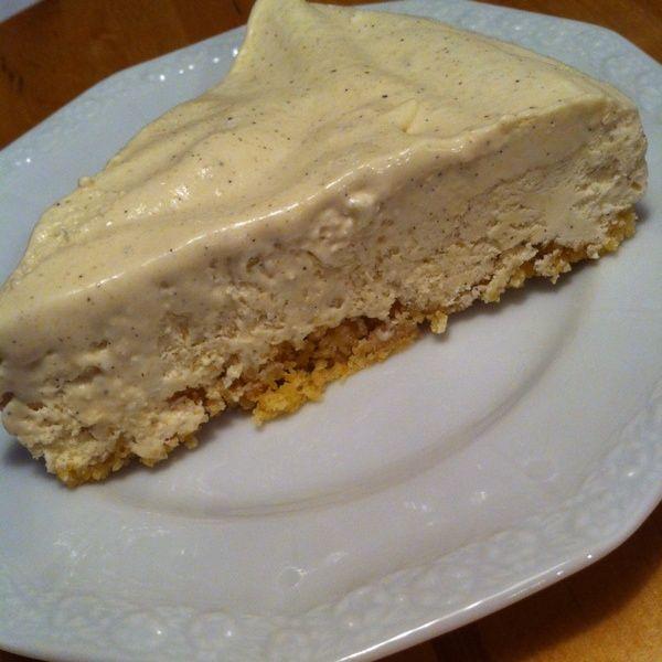 """Jag gillar min kusins cheesecake. Hon är grym på att göra det och jag kunde lätt trycka en själv innanLCHF. Så jag tog helt enkelt """"hennes"""" recept och gjorde det LCHF-vänligt…"""