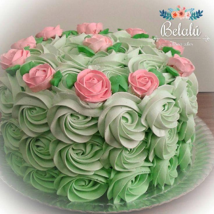 Repost belalu.bolos  Presentinnho para futuros parceiros !! Massa de baunilha e recheio de mousse de leite ninho com doce de morango caseiro