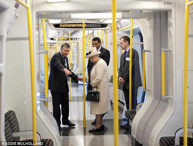 The Queen being shown the new S7 trains that run on the Metropolitan line.