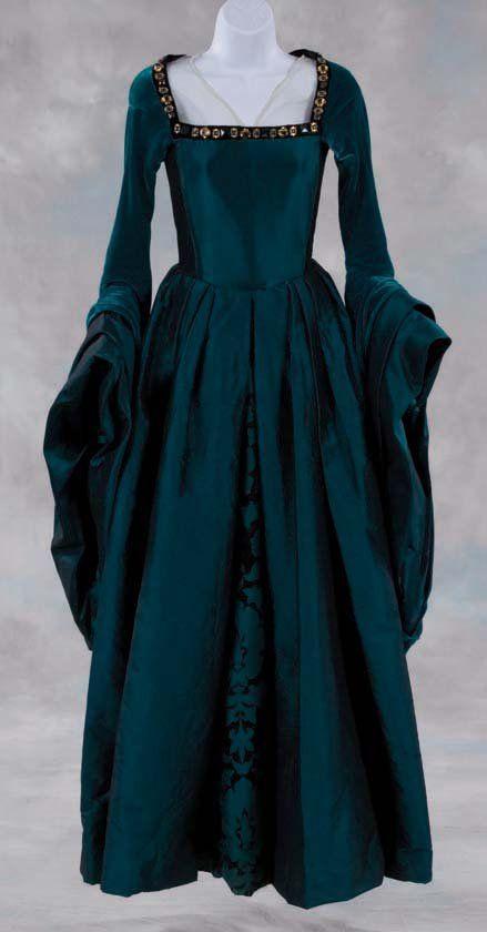 Crinolines et Cie - Costumes et sorties historiques: Costume Renaissance Femmes