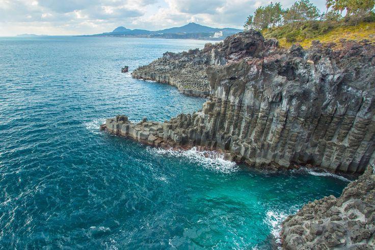 Au Nord-Est de l'Asie, entre la mer Jaune et la mer Orientale, la Corée du Sud étend ses paysages naturels préservés et ses sites historiques classés patrimoine mondial de l'Unesco. Zoom sur cette destination à découvrir.