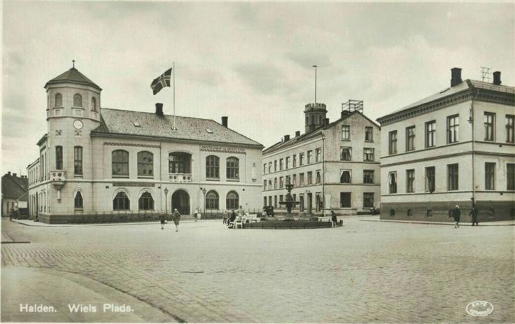 Østfold fylke Halden Wiels Plads 1930-tallet utg Forlag Haraldssons Baardsen & Co, Halden