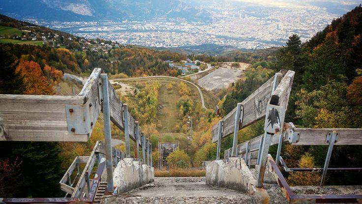 instalaciones-olimpicas-abandonadas  Torre de salto de esquí, Grenoble, Francia, Olimpiadas de invierno 1968