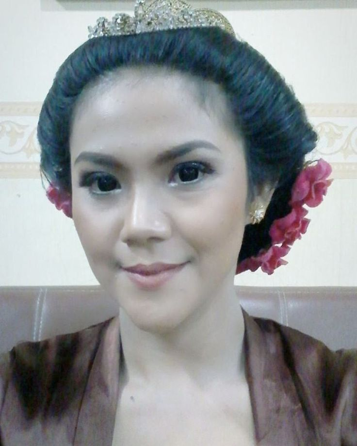 Pager Ayu make-up look