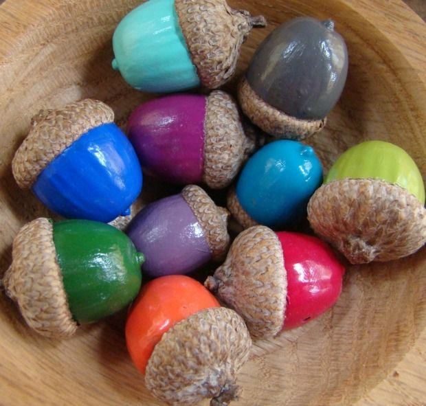 DIY : painted acorns - colorful - autumn - fall - decor - nature. How adorable are these painted acorns?