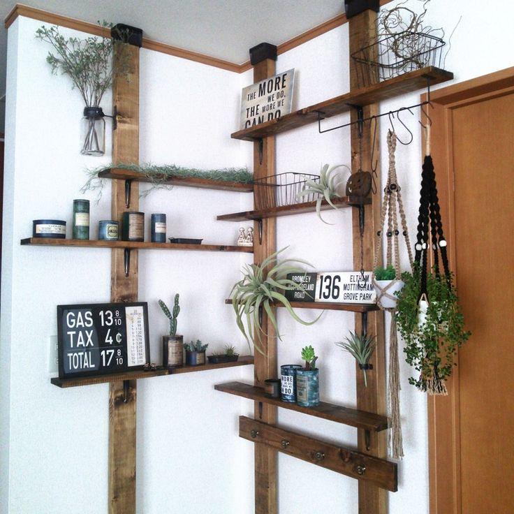 賃貸なので壁に穴を開けて棚を設置することが出来ません。そこでディアウォールを使って飾り棚を設置してみました。