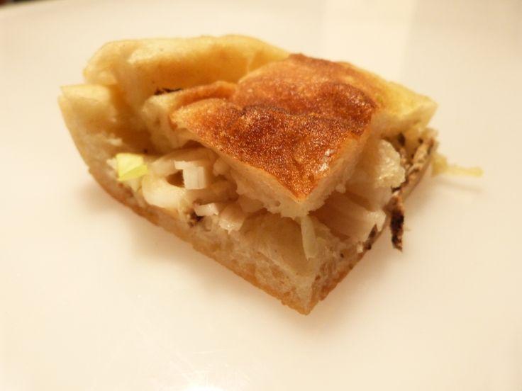 Pizza con carpaccio di manzo, pecorino dolce, indivia riccia e citronette allo zenzero