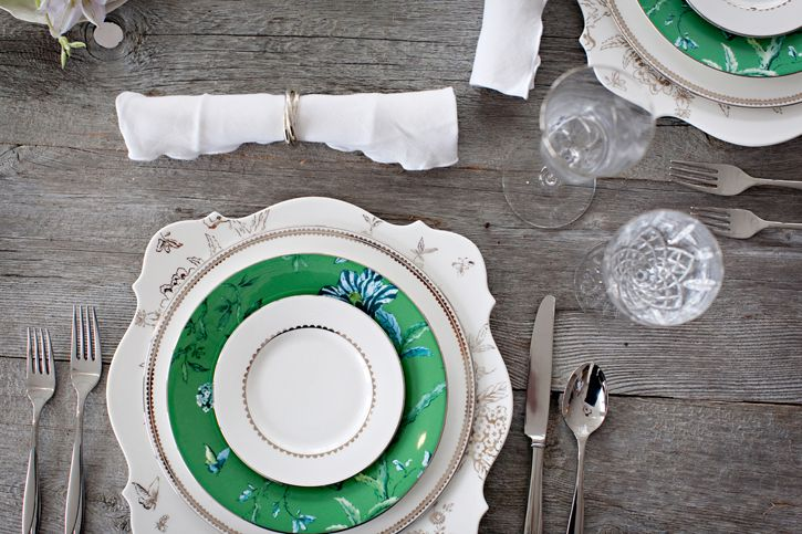 jade green + vintage: Green Salad, Tables Sets, Rustic Tables, Dinners Parties, Salad Plates, Wooden Tables, Places Sets, Vintage Inspiration, Rustic Woods Tables