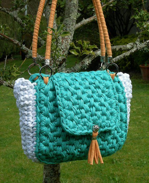 VE01. Bolso color Verde Esmeralda, Blanco y Naranja. Forrado con dos bolsillos interiores.