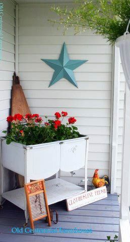 Vintage laundry tubs: Front Porches Ideas Stars, Country Porches, Flower Planters, Porches Decor, Laundry Tubs, Wash Tubs, Vintage Laundry, Fresh Flower, Blue Stars