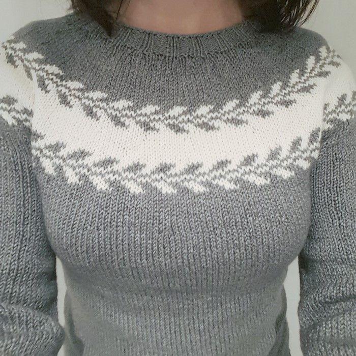 Jeg har strikket meg en Mary-genser.   Mønsteret fant jeg på ravelry.        Jeg valgte garnet Drops Cotton Merino siden vanlig ull og ...