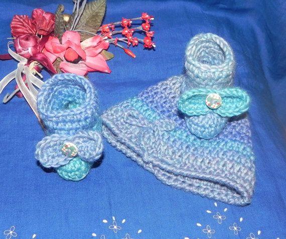 Scarpine e cappellino bebè unisex fatti  uncinetto multicolor pura lana