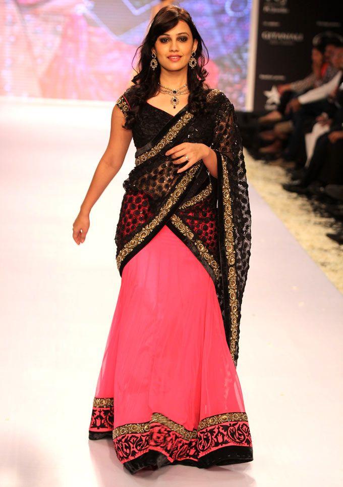 'Meri Bhabhi' telly actress Esha Kansara at the four-day long fashion extravaganza India International Jewellery Week 2013. #Bollywood #Fashion