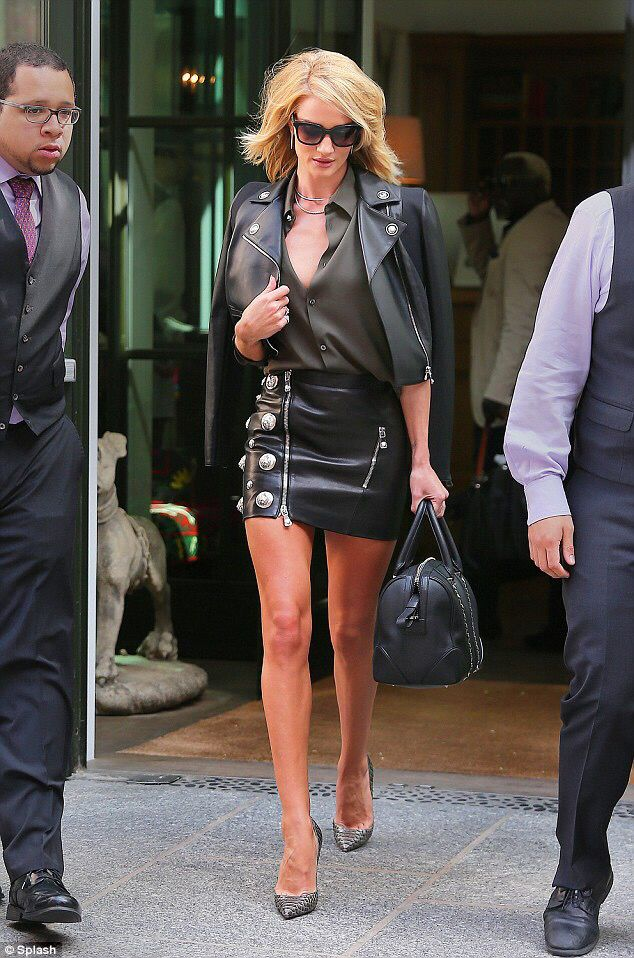 Rosie Huntington-Whitely, The Tonight Show, wearing Versus Versace ...