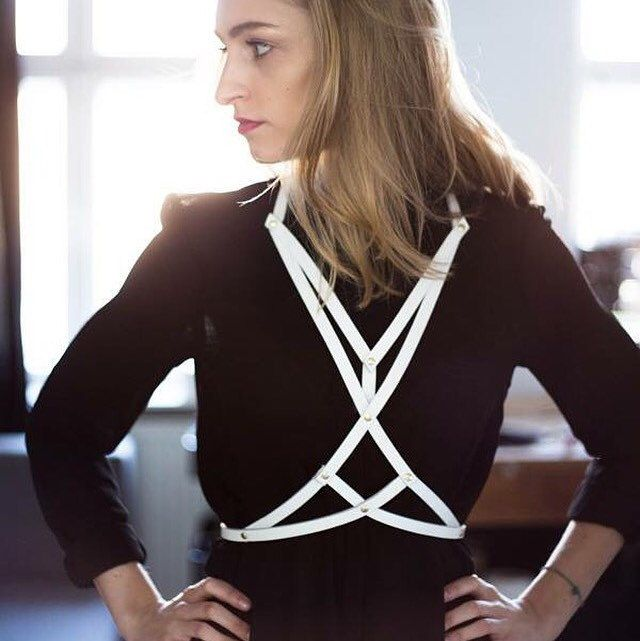 White harness Love ❤️❤️❤️ #goldendustharness #bodyharness #leatherharness #harnes #besexy #feelsexy #beyou