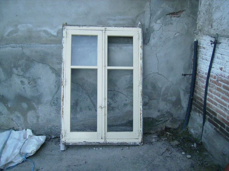 Ventana de madera transformada en vitrina vintage   Bricolaje