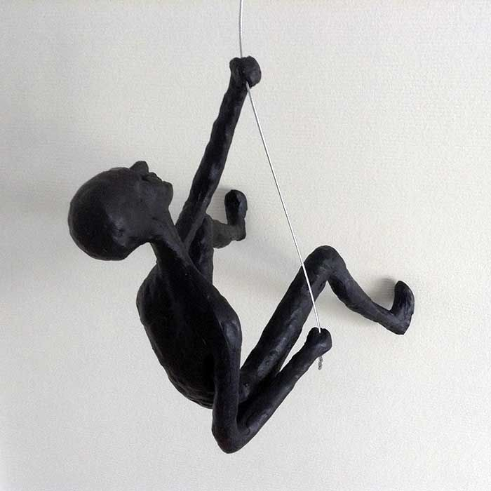 Buy now the original climbing men wall sculpture, price includes worldwide shipping + insurances. Secured payment, order shipped within 24 hours.
