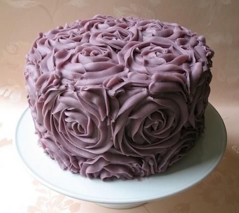 Simple purple flower cake
