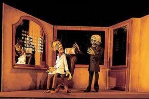 Inmitten der Düsseldorfer Karlstadt, im prachtvollen Palais Wittgenstein, hat das Düsseldorfer Marionetten-Theater sein Zuhause. Das kleine, intime Theater bietet fast 100 Besuchern Platz. Schon im Foyer wird der Besucher von fabelhaften hölzernen Wesen empfangen. Hebt sich der Vorhang entführt das holzgeschnitzte Ensemble das Publikum in die Welt der Fantasie.  Das Repertoire ist vielfältig und will mit Fabeln, Märchen, Dramen sowie klassischem und modernem Musiktheater vor allem Erwachsene…