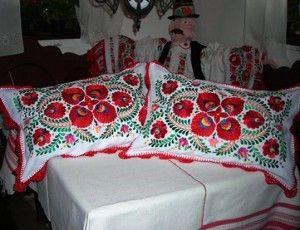 Matyó himzésű párna - Hungary