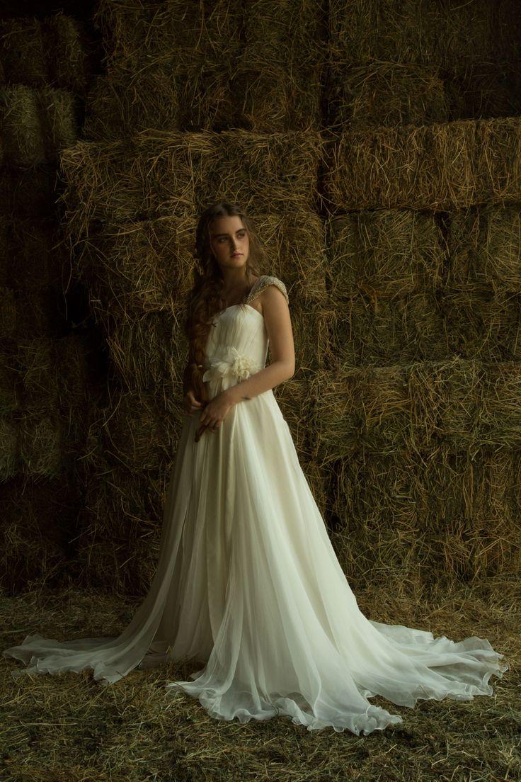 A MODISTA • Brides / ROMY SCHNEIDER wedding dress from A MODISTA atelier {Prêt-à-Porter availability / Disponível para pronta entrega} INFORMATIONS ++55 11 35712912 • amodista@amodista.com.br   PHOTO Gleeson Paulino / MAKE + HAIR Celso Ferrer / MODEL Carol de Vicq (many thanks to Haras Campanário Campolina) https://www.facebook.com/a.modista