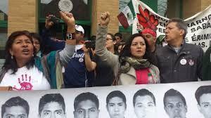 CONSULADO MEXICANO EN CHICAGO REPRIME LA PROTESTA DE #CARAVANA43