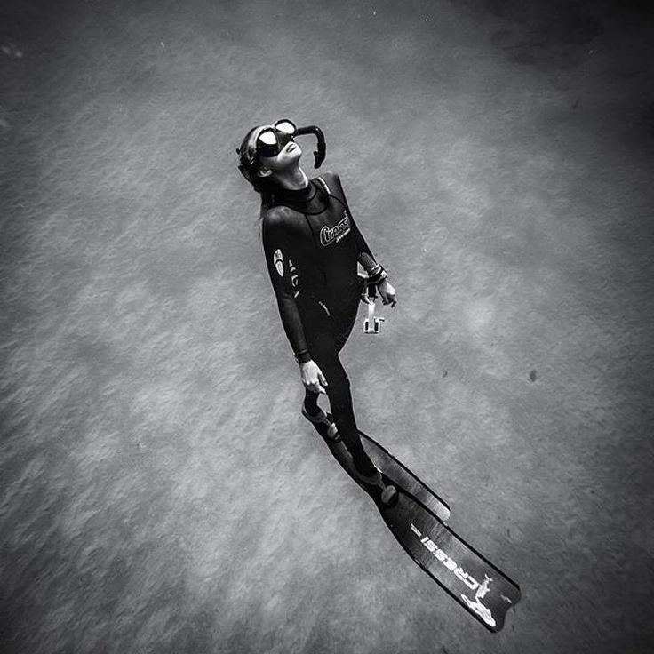 Natalie Parra freediving.