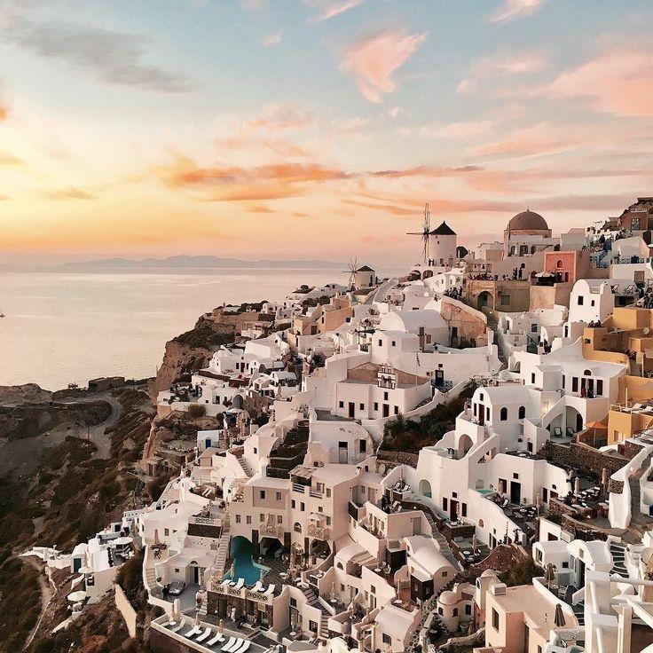 Good night Santorini   #oia #santorini #greece #sunset #goodnight #view #travelphotography #iphonephotography #iphone6s #fromwhereistand