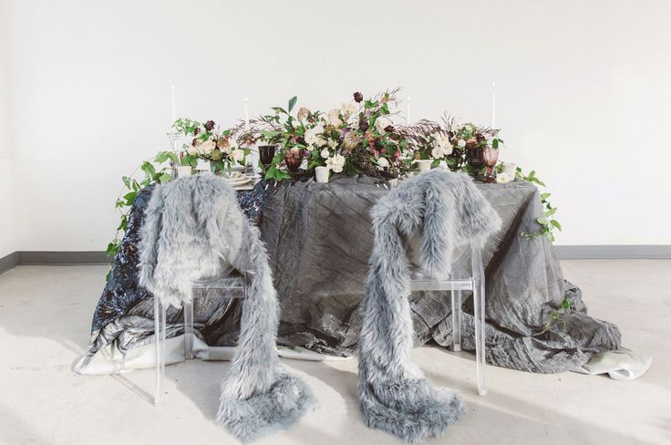 La Tavola Fine Linen Rental: Santorini Onyx (right) and Lily Midnight Blue (left) over Dupionique Iridescence Newmoon and Crinkle Pewter with Dupionique Iridescence Newmoon Napkins   Photography: Anna Delores Photography, Planning & Design: Vanessa Noel Events, Venue: Hollywood Roosevelt Hotel, Florals: Stella Bloom Designs, Stationery: Prim & Pixie, Tableware: Borrowed Blu