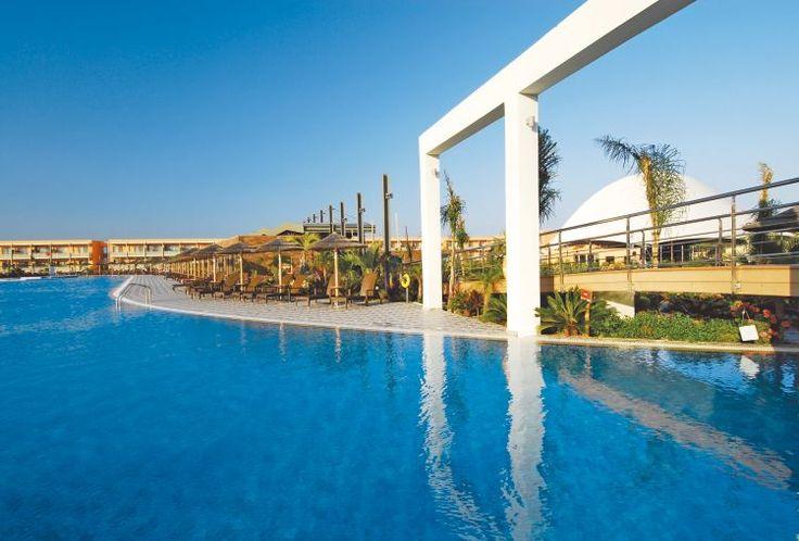 <p>Modern en prima verzorgd hotel aan een van de mooiste stranden van Lambi. Het aquapark bezorgt groot en klein uren waterplezier. Blue Lagoon Resort bestaat uit een hoofdgebouw en verschillende bijgebouwen.</p>