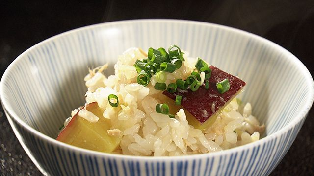 ツナ缶炊き込みごはんのレシピの紹介です。