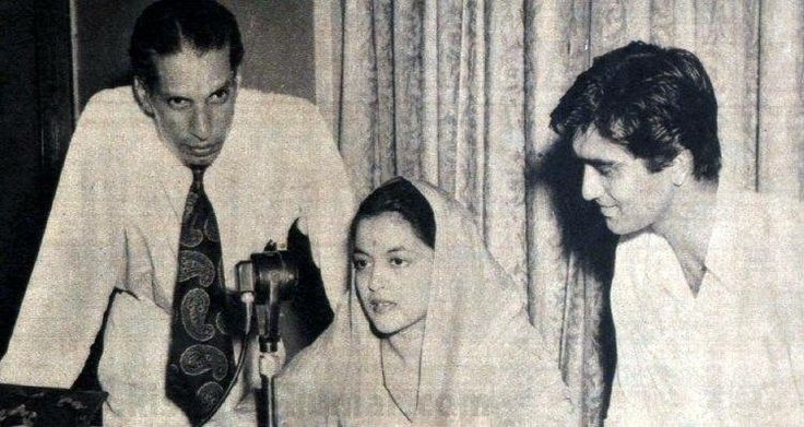 Sunil Dutt used to interview film stars for Radio Ceylon. Here he is interviewing Nalini Jaywant, who was his first heroine also!