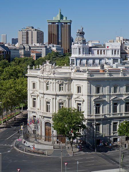 Palacio de Linares, paseo de Recoletos y Torres de Colón