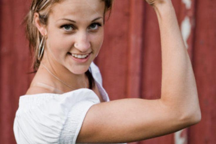 ¿Necesito más de un Kettlebell?. Kettlebells son herramientas de entrenamiento ruso que están hechas de hierro fundido. Tienen una forma redondeada y un mango curvo fusionado a la parte superior. Usar estas herramientas pueden ayudar a crear fuerza muscular, velocidad y estabilidad del núcleo de ...