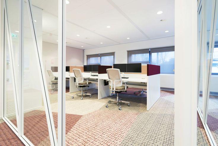 Vepa Patch werkplekken met gestoffeerde opzetwanden bij Gemeente Purmerend. #office #project #kantoor #werken #vepa