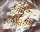 Batas de Satén Dama de honor 5, batas de novia trajes de fiesta, Monograma trajes, Kimono de seda, borda trajes, regalos de Dama de honor, trajes de boda