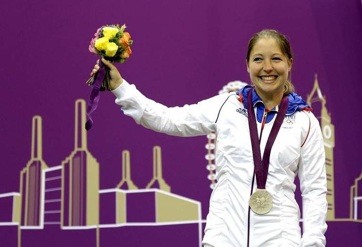 Céline Goberville  remporte l'argent sur l'épreuve de  pistolet à 10m.