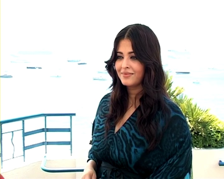 Aishwarya talks about baby Aaradhya, motherhood at Cannes http://ndtv.in/JnKdjG