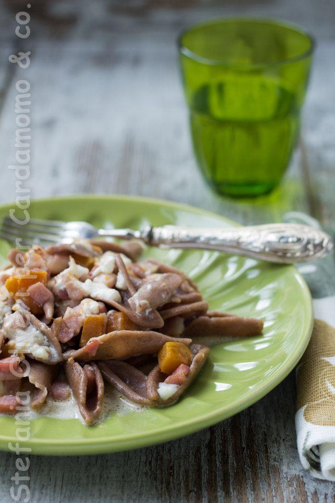 http://www.glutenfreetravelandliving.it/trofie-di-castagne-con-zucca-burrata-e-pancetta/