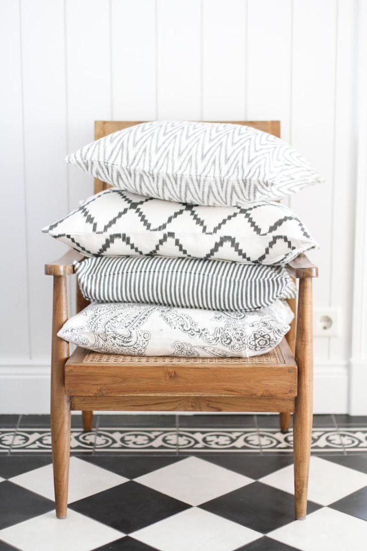 Chhatwal jonsson kuddfodral old paisley grey matilde for Soft furnishings online