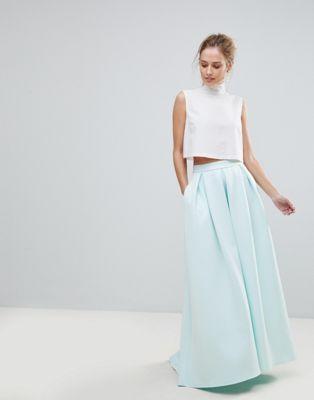 falda larga de neopreno con bolsillos y detalle de godet en la parte
