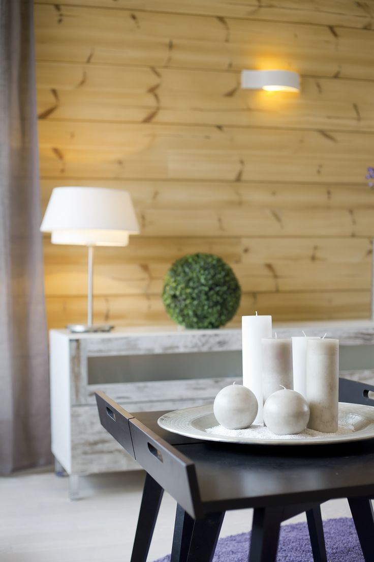Log walls in living room / kitchen are treated with colourless Osmo-Color Uviwax 7200. Honka log homes.