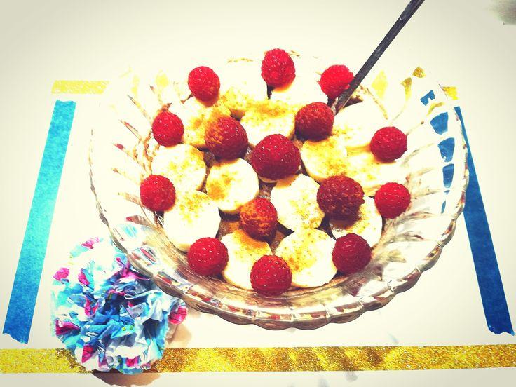 """Hallo meine Lieben, heute gibt es bei mir eine leckere """"Choco Breakfast Bowl with Banana & Raspberries"""" mit Früchte-Frühstücksbrei von DM, Kakao, einer Banane und Himbeeren. Und die…"""