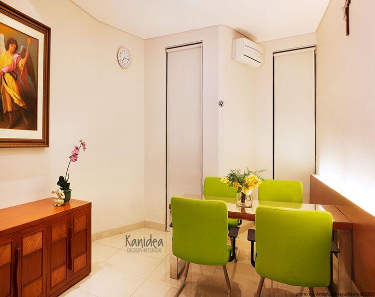 consultation room #wood #rattan #green #cozy #interiordesign #ambience #lighting