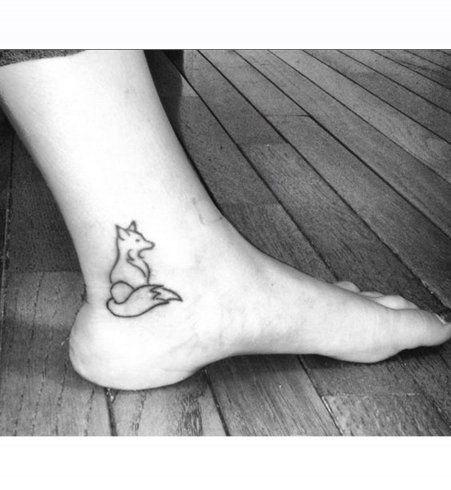 Un renard discret tatoué sous la malléole