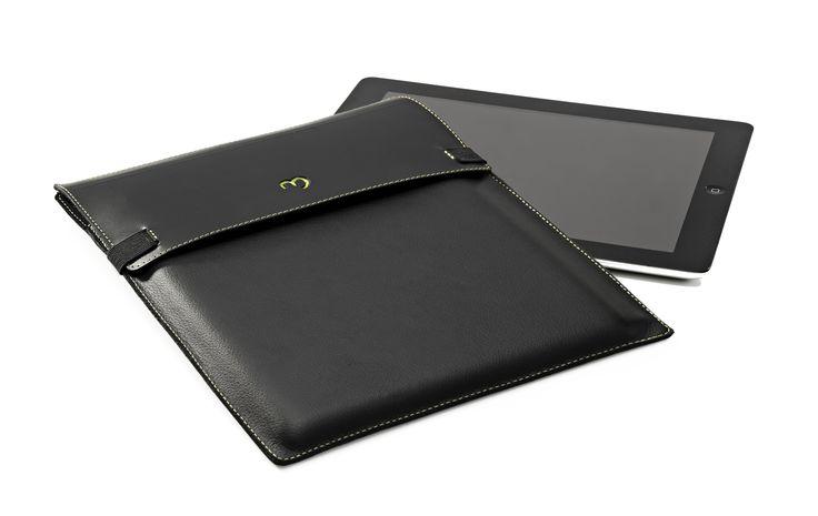 Práctico y elegante estuche tipo sobre para portar tu iPad de manera elegante y segura.  Ideal para regalos corporativos a públicos de segmentos altos.  Elaborado en cuero certificado ISO 14.000 usando adhesivos a base de látex natural. Super eco responsable.