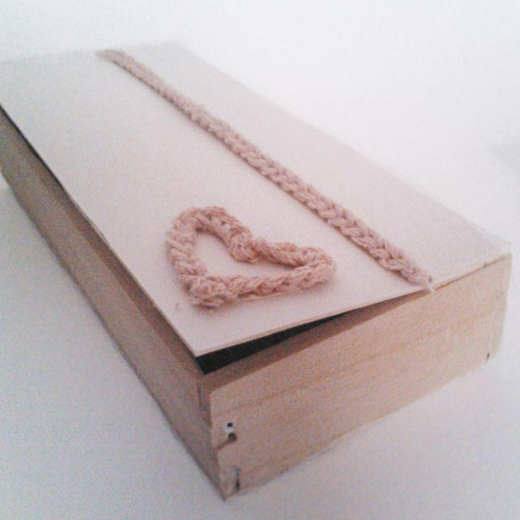 Skrzyneczka przyozdobiona włóczką! :) Do przechowywania biżuterii lub innych skarbów :)