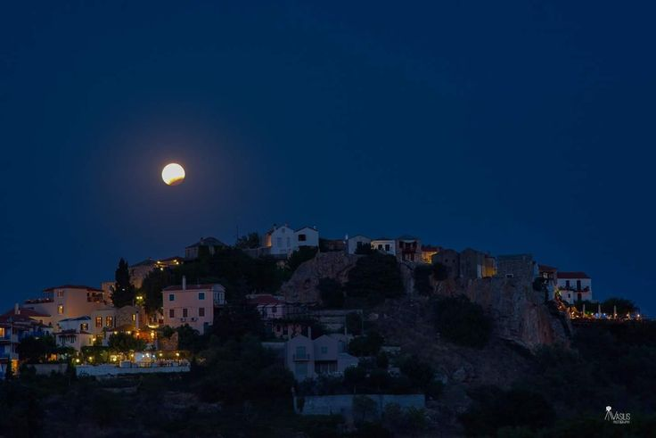 #aboutlastnight  Old Village of Alonissos...🌖 #full_moon #lunar_eclipse #alonissos #sporades #greece #summer2017 #august #oldvillage #chora #incredible Photo by Vasilis Drosakis